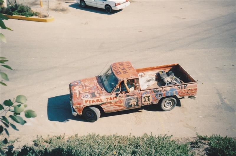 La artística Pickup Cucaracha, ganadora de 1er lugar en un Rally