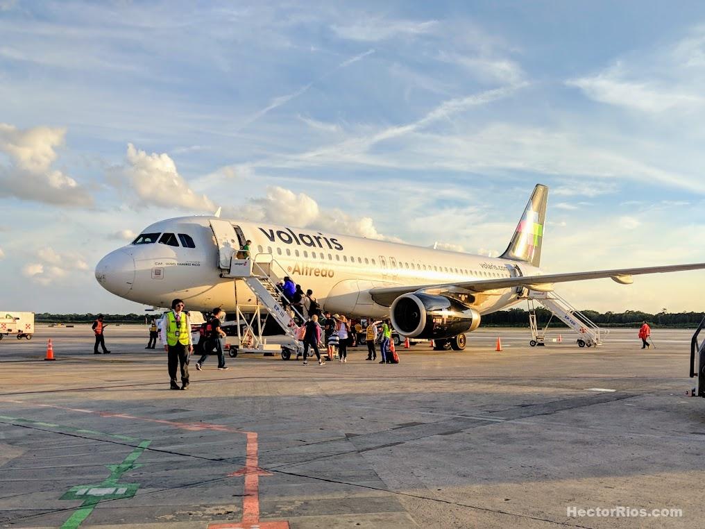 Avión de Volaris en Aeropuerto