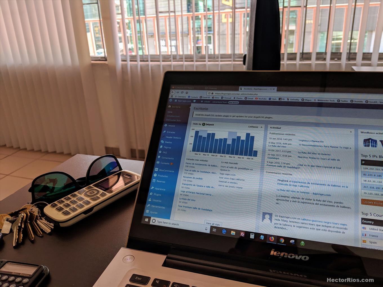 Trabajo en Computadora Laptop, Oficina, Graficas