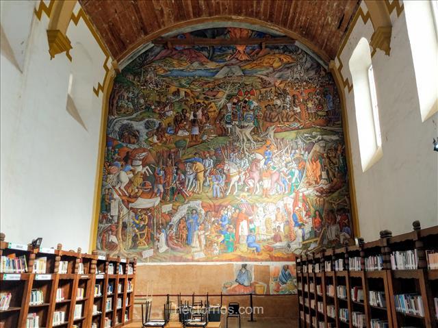 Biblioteca antigua en Pátzcuaro, Michoacán, México